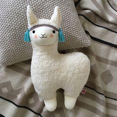 Llama Stuffed Animal, Cute Stuffed Animals, Baby Toys, Mini Bebidas, Homemade Stuffed Animals, Rainbow Bedding, Baby Blog, Sewing Toys, Kawaii Cute