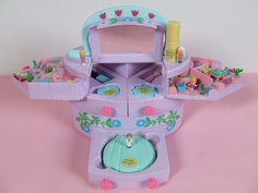 Polly Pocket - Pullout Playhouse with make-up 1991 90s Toys, Retro Toys, Vintage Toys, Childhood Toys, Childhood Memories, Polly Pocket World, Kids Bed Design, Poly Pocket, Baby Doll Accessories