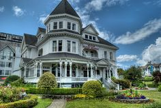 Have lunch at the Gatsby Mansion B - Victoria, BC Canada