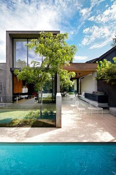 Australian architects Workroom Design collaborated with Agushi Builders to create Oban House, an urban house in South Yarra near Melbourne, Australia. The contemporary style home takes shape as a simple...