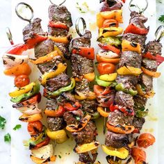 Montreal Steak And Peppers Kebabs This simple Montreal steak seasoning marinade tenderizes any cut of meat thanks to a soak in red wine vine. Beef Kabob Recipes, Barbecue Recipes, Grilling Recipes, Cooking Recipes, Steak Recipes, Yummy Recipes, Potluck Recipes, Cooking Food, Amazing Recipes