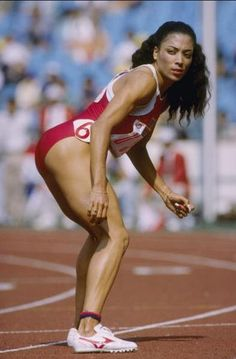 Flo Jo Florence Griffith Joyner World and Olympic record holder of the Women's and dash set in 1988 Flo Jo, Jiu Jitsu, Track And Field, Athletic Women, Olympians, Sport Girl, Sport Man, Female Athletes, Beautiful Black Women