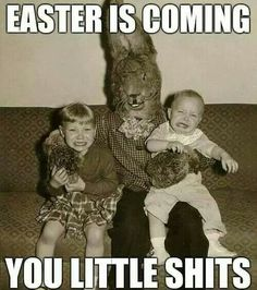 And you thought the rabbit from Donnie Darko was creepy. By the look on his face, this bunny is ready to eat this little boy. That baby's face says - Funny - Check out: Vintage Easter Bunny Photos That Will Make Your Skin Crawl on Barnorama Vintage Bizarre, Creepy Vintage, Vintage Halloween, Creepy Halloween, Halloween Costumes, Donnie Darko, Photo Vintage, Vintage Photos, Vintage Photographs