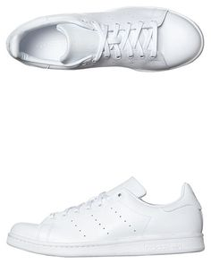 Features:Womens SneakersColour: White White WhiteMade From: Tumbled leather upperLeather liningPerforated 3 stripes with a vintage Stan Smith logoSize Guide
