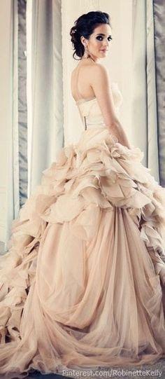 My dream wedding would include a designer wedding gown made by Vera Wang. Vera Wang Bridal, Vera Wang Wedding, Bridal Gowns, Wedding Gowns, Wedding Blush, Wedding Cake, Lace Wedding, Blush Bridal, Trendy Wedding