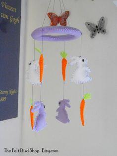 Giostrina lilla per bimba con coniglietti e di TheFeltBirdShop