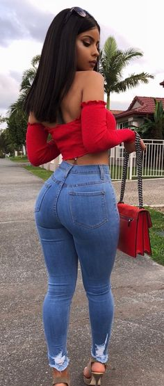 Image may contain: 1 person, standing, shoes and outdoor Superenge Jeans, Sexy Jeans, Skinny Jeans, Lemy Beauty, Looks Pinterest, Sexy Curves, Girls Jeans, Bikini Girls, Big Butts