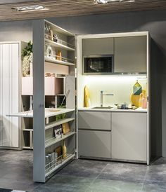 Architects and designers are more than ever involved in the organization of small spaces and the design of multifunctional furniture for small apartments and tiny houses. Here are a few tiny spaces design ideas. Micro Kitchen, Kitchen Box, Small Space Kitchen, Compact Kitchen, Small Space Living, Tiny Living, Kitchen Living, Kitchen Unit, Kitchen Ideas