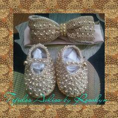 Zapatitos de bebe a crochet con perlas