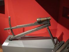 """A reconstructed arrow gun of the Loshult-type at the special exhibition """"Mythos Burg"""" in 2010 at Germanisches Nationalmuseum Nürnberg"""