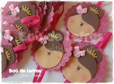 .::BAÚ DE LETRAS::. E.v.a. e Scrapbook: Sala de Aula Baby Gifts, Scrapbook, Toddler Arts And Crafts, Crafts For Children, Decorated Clothes Pins, Toddler Boy Birthday, Classroom Setting, Day Planners, Lyrics
