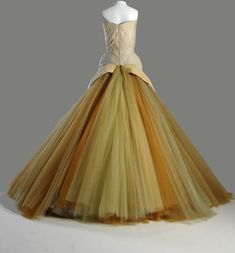 1954 Evening dress, Butterfly. Silk chiffon, silk faille, DuPont nylon tulle. Charles James, U.S.A - Chicago History Museum