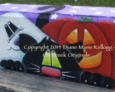 This is a decorative painting packet that includes full color photo, line drawing and instructions. Painted Pavers, Painted Rocks, Hand Painted, Fall Crafts, Halloween Crafts, Halloween Ideas, Halloween Decorations, Diy Crafts, Bowling Pin Crafts