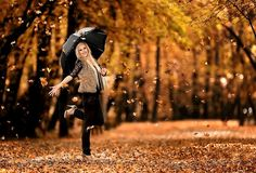 Senior Portrait / Photo / Picture Idea - Girls - Fall - Umbrella
