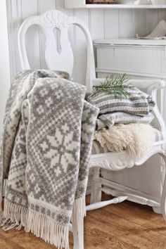 VIBEKE DESIGN: Beautiful winter white