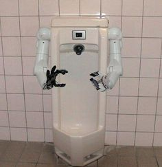 Most Unusual Urinals Ever. Can you even imagine a urinal this strange and unusual. Please Comment. Bathroom Gadgets, Bathroom Humor, Man Bathroom, Bathroom Stuff, Stupid Inventions, Cool Toilets, Public Bathrooms, Toilet Design, Weird Pictures
