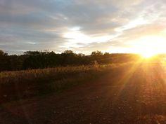Sol, final de tarde, trilha bike interior de Ibiaçá-RS. O paraíso.
