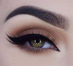 Copper eye & winged eyeliner