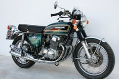 These vintage Honda's are just awesome. They make great cafe bikes but they also look great in original form. Classic Honda Motorcycles, Vintage Motorcycles, Cars And Motorcycles, Motorcycle Design, Motorcycle Bike, Cb750 Honda, Cb750 Cafe, Honda Motors, Japanese Motorcycle