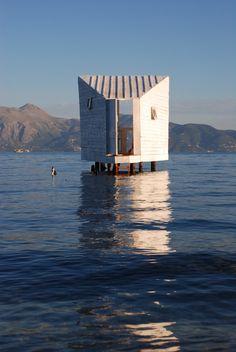 En la biblioteca de este micro-estudio privado de la costa de la isla de Corfú en Grecia. | 23 Places Where You'd Rather Be Reading Right Now