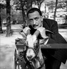 Dali 1953 jardin des Champs Elysees. Voiture, pour enfant , tirée par une chèvre (de Paris et Dali)