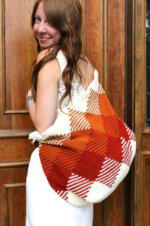 Ravelry: The Weekender Bag pattern by Sara Dudek If I learn to crochet. Filet Crochet, Crochet Diy, Crochet Tote, Crochet Handbags, Crochet Purses, Ravelry Crochet, Knitting Patterns, Tapestry Crochet, Tricot
