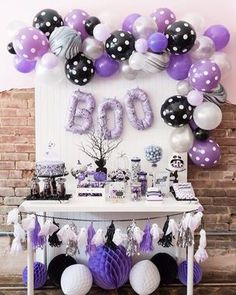 Boo-tiful Ball: A perfectly girly Halloween Boo Bash - Hallowen Trends Baby Shower Table, Baby Shower Favors, Shower Party, Baby Shower Parties, Baby Shower Themes, Baby Shower Invitations, Shower Ideas, Party Invitations, Halloween Ball