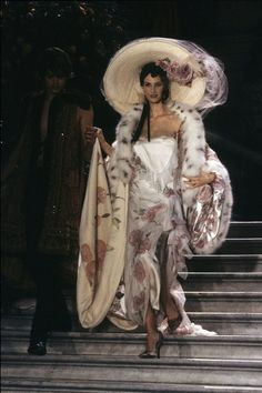 The complete Christian Dior Spring 1998 Couture fashion show now on Vogue Runway.