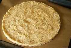 Recept voor een mooie ronde pizzabodem van bloemkool & hazelnoten en nog lekker ook!