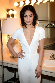 Vanessa Hudgens at The View in New York City, April Vanessa Hudgens Short Hair, Vanessa Hudgens Style, Estilo Hippie, Sexy Hot Girls, Woman Crush, Dark Hair, Look Fashion, Dress To Impress, Celebrity Style