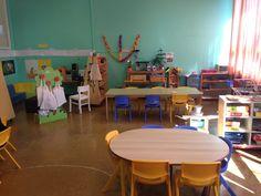 Dans la salle 1, on trouve l'espace des activités de vie pratique, l'espace sciences et technologie, un grand coin lecture et la table d'écoute, l'espace des jeux mathématiques et des jeux de société avec des grandes tables pour jouer à plusieurs.