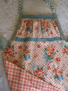 Double sided apron with gathered bib.