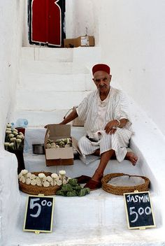AFRICA - TUNISIA - SELLING JASMIN