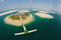 The Palm Islands are an attraction which is actually an artificial archipelago built in Dubai. Abu Dhabi, Places To Travel, Places To See, Hidden Places, Beautiful World, Beautiful Places, Taj Mahal, Dubai Golf, Dubai Uae