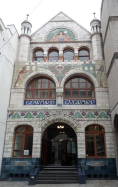 This building was designed by the architect Henry Williams in for Edward Everard who was a successful printer within Bristol's thriving printing industry. City Of Bristol, Bristol Uk, Bristol Fashion, Places Ive Been, Places To Go, Bristol England, Lyme Regis, Live In The Now, William Morris
