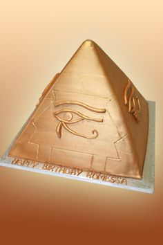 House of Anubis Pyramid cake. Looks just a little difficult... Beautiful Cakes, Amazing Cakes, Egyptian Themed Party, Egyptian Wedding, House Of Anubis, Cupcake Cakes, Cupcakes, Fancy Cakes, Cake Art