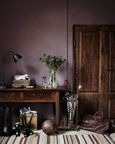 Reclaimed wood with purple walls - cool look. >> Dusty purple wall color, the new neutral Mauve Walls, Dark Walls, Purple Bedroom Walls, Dark Purple Walls, Wood On Walls, Dark Purple Bathroom, Purple Kitchen Walls, Dark Painted Walls, Purple Accent Walls