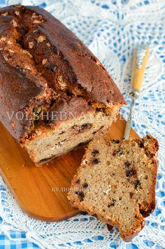 Банановый хлеб – известный десерт американской и австралийской кухни. Строго говоря, это не хлеб, а сладкий легкий кекс, готовится он классическим кексовым методом – взбиванием масла.