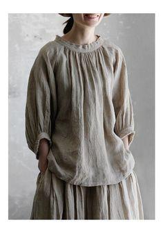 New 5/23(tue)10:00。【送料無料】Joie de Vivreフレンチリネン先染めシャンブレーワッシャーアンティークブラウス Diy Clothes, Clothes For Women, Ethno Style, Retro Mode, Yohji Yamamoto, Linen Dresses, Indian Designer Wear, Boho Tops, Mode Inspiration