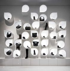 Retail Window / Visual Merchandising / Black and white Design Shop, Modegeschäft Design, Design Display, Shop Interior Design, Shelving Design, Bag Display, Merchandising Displays, Store Displays, Retail Displays