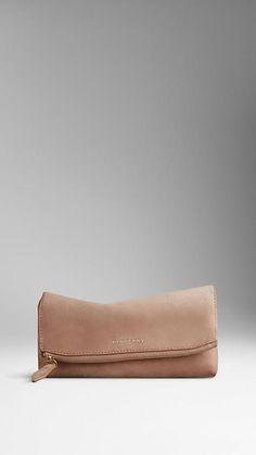 Burberry beauty purse