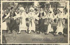 """Τίτλος  2 Μαΐου. Εορτές του Ψυχάρη. Χορός Καλαμωτούσικος """"δετός"""". Τόπος  Χίος Χρονολογία  1954 Greek Traditional Dress, Chios, Folk Art, Greece, Dance, Island, Costumes, Embroidery, Movies"""