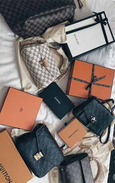 New LV Collection For Louis Vuitton Handbags,Must have it Luxury Purses, Luxury Bags, Luxury Handbags, Louis Vuitton Handbags, Purses And Handbags, Sacs Design, Accesorios Casual, Cute Bags, Mode Outfits