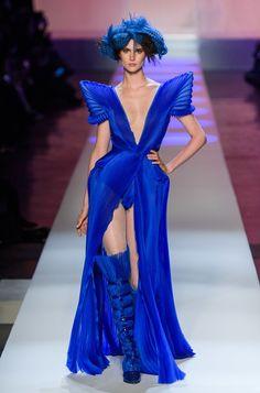 Jean Paul Gaultier Spring 2019 Couture Fashion Show - Vogue Fashion Week Paris, Runway Fashion, High Fashion, Fashion Outfits, Steampunk Fashion, Gothic Fashion, Fashion Beauty, Jean Paul Gaultier, Paul Gaultier Spring