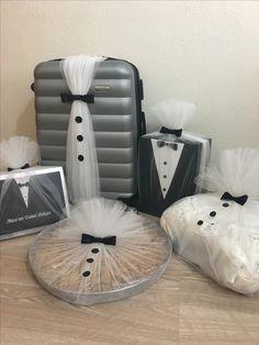 Indian Wedding Gifts, Creative Wedding Gifts, Desi Wedding Decor, Wedding Crafts, Bridal Gift Wrapping Ideas, Wedding Gift Baskets, Diy Crafts Hacks, Diy Crafts For Gifts, Engagement Decorations