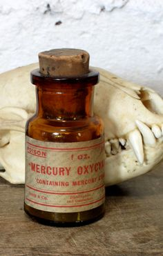 ☤ MD ☞☆☆☆ Vintage Antique Apothecary Pharmacy Bottle.