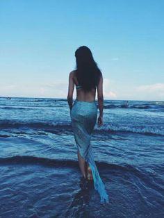 Cyan Textured Chiffon Panel Asymmetric Mermaid Skirt