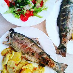 Pstrąg pieczony z masłem koperkowym i pieczonymi ziemniakami. Przepis od kilku dni na blogu :) Tuna, Pork, Fish, Meat, Kale Stir Fry, Pisces, Pork Chops, Atlantic Bluefin Tuna