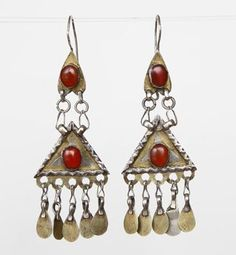 Rare and very old silver Kazakh earrings with fire-gilding and carnelian. The lower dangle is set with a carnelian on both sides. Ethnic Jewelry, Indian Jewelry, Boho Jewelry, Beaded Jewelry, Silver Jewelry, Vintage Jewelry, Traditional Indian Jewellery, Tribal Fusion, Ancient Jewelry