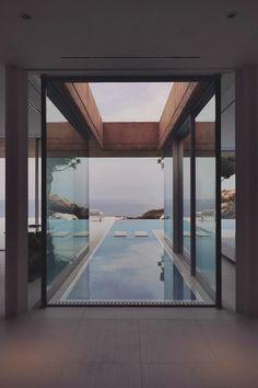Von dem inneren des Hauses direkt in den aussenpool schwimmen